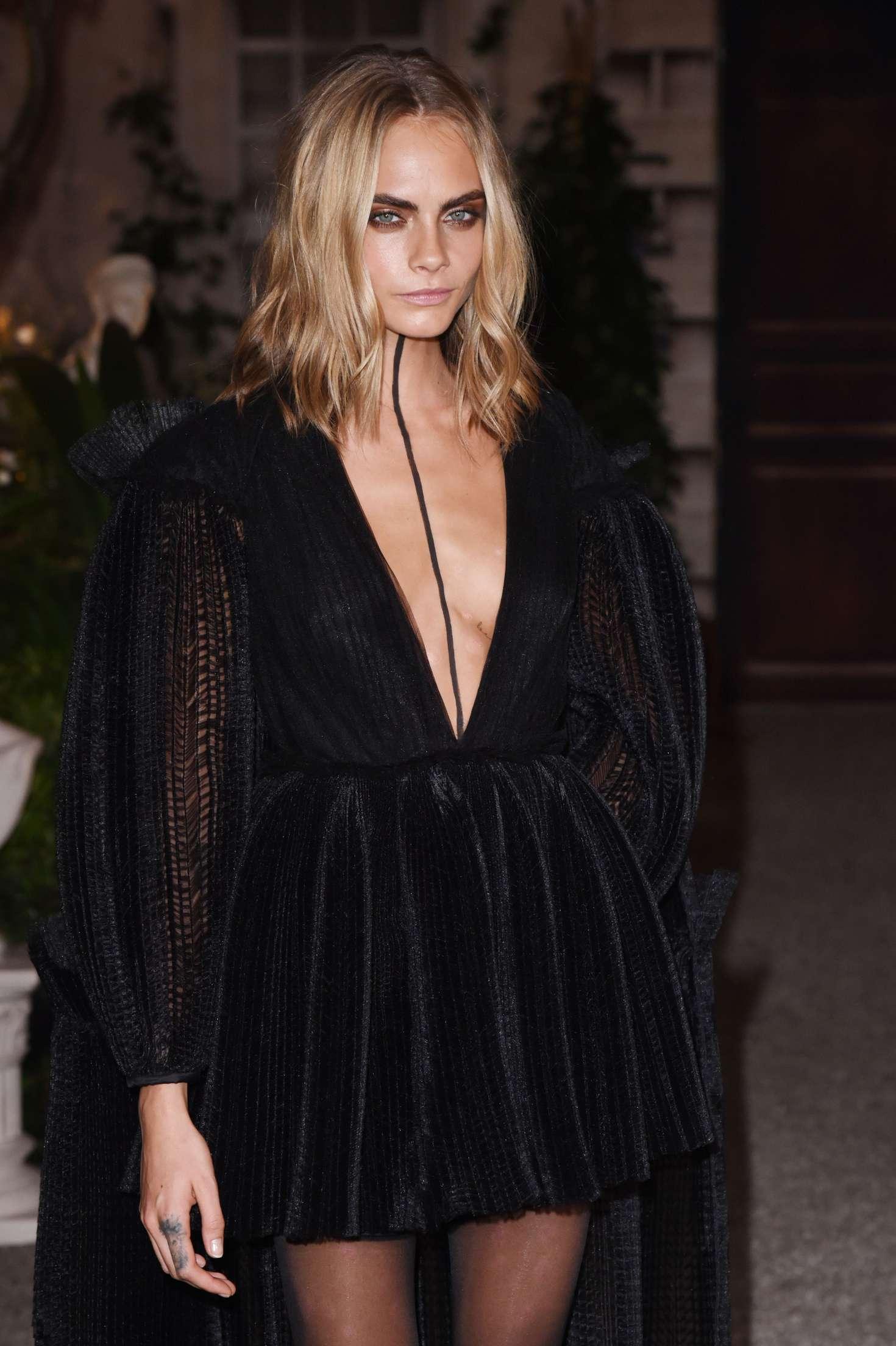 Cara Delevingne Burberry Show 2016 At London Fashion Week
