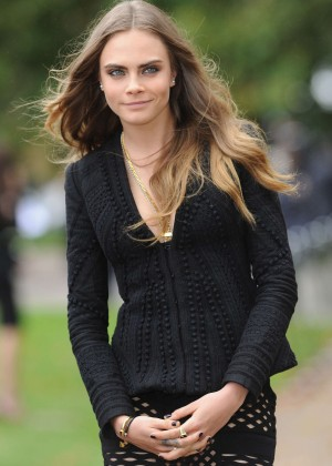 Cara Delevingne - Burberry Womenswear SS 2016 LFW in London