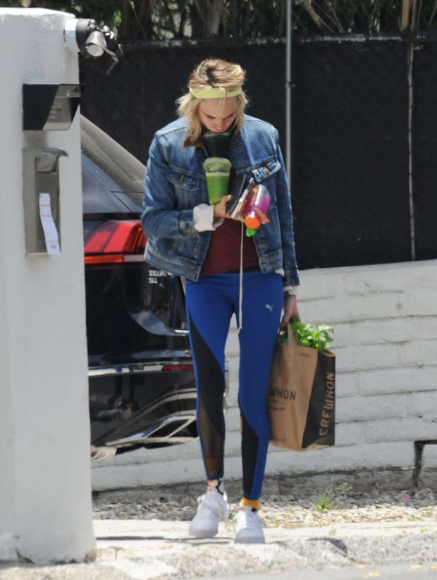 Cara Delevingne: Shopping in Los Angeles-04