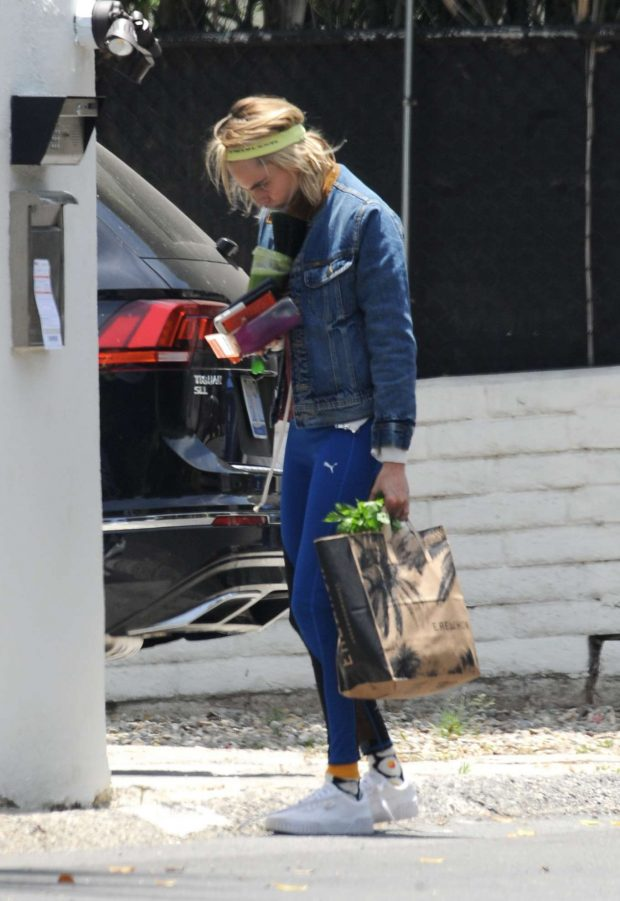 Cara Delevingne: Shopping in Los Angeles-06