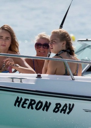 Cara Delevingne with Annie Clark and Suki Waterhouse: on the beach in Barbados-02