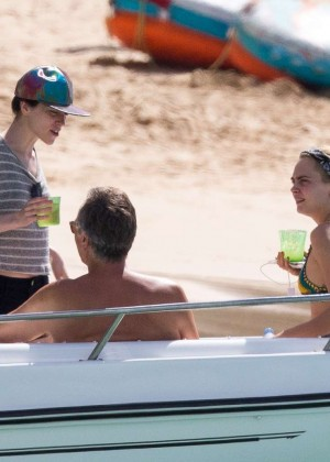 Cara Delevingne with Annie Clark and Suki Waterhouse: on the beach in Barbados-04