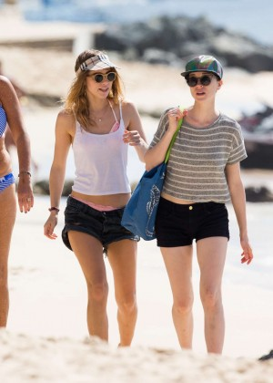 Cara Delevingne with Annie Clark and Suki Waterhouse: on the beach in Barbados-08