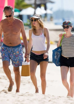 Cara Delevingne with Annie Clark and Suki Waterhouse: on the beach in Barbados-10