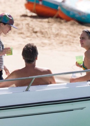 Cara Delevingne with Annie Clark and Suki Waterhouse: on the beach in Barbados-11