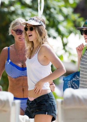 Cara Delevingne with Annie Clark and Suki Waterhouse: on the beach in Barbados-12