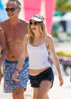 Cara Delevingne with Annie Clark and Suki Waterhouse: on the beach in Barbados-24