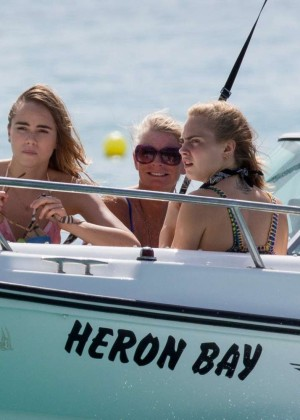 Cara Delevingne with Annie Clark and Suki Waterhouse: on the beach in Barbados-27