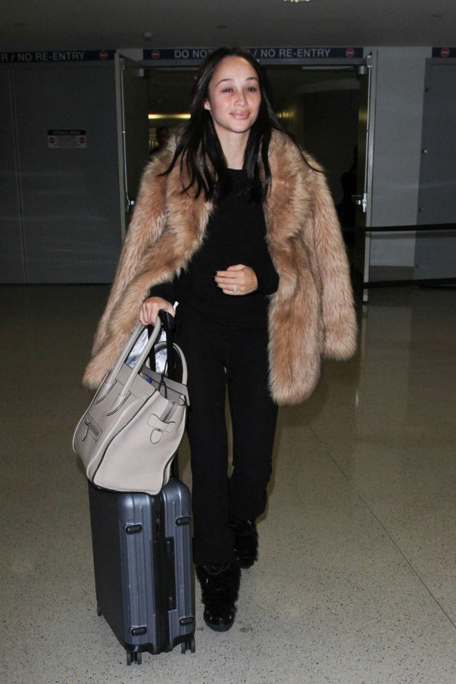 Cara Santana - Arrives to LAX airport in Los Angeles
