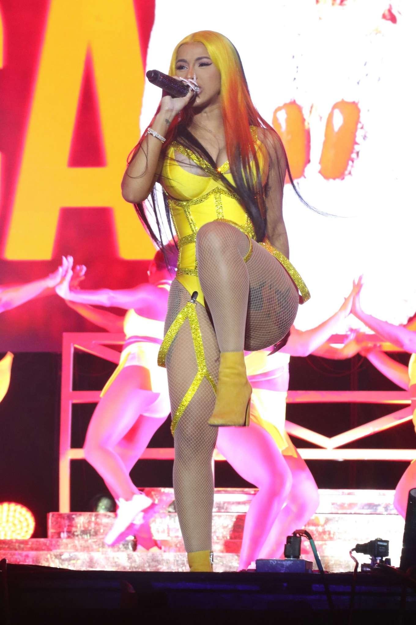 Cardi B 2020 : Cardi B – 2020 Viewtopia Music Festival in Miami-04