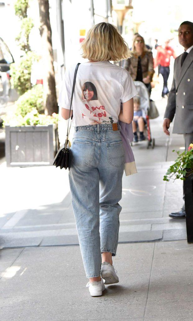 Carey Mulligan in Jeans -02