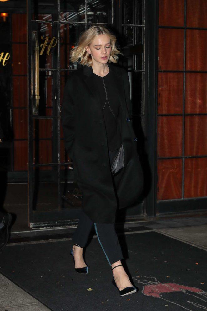 Carey Mulligan - Leaves her hotel in New York