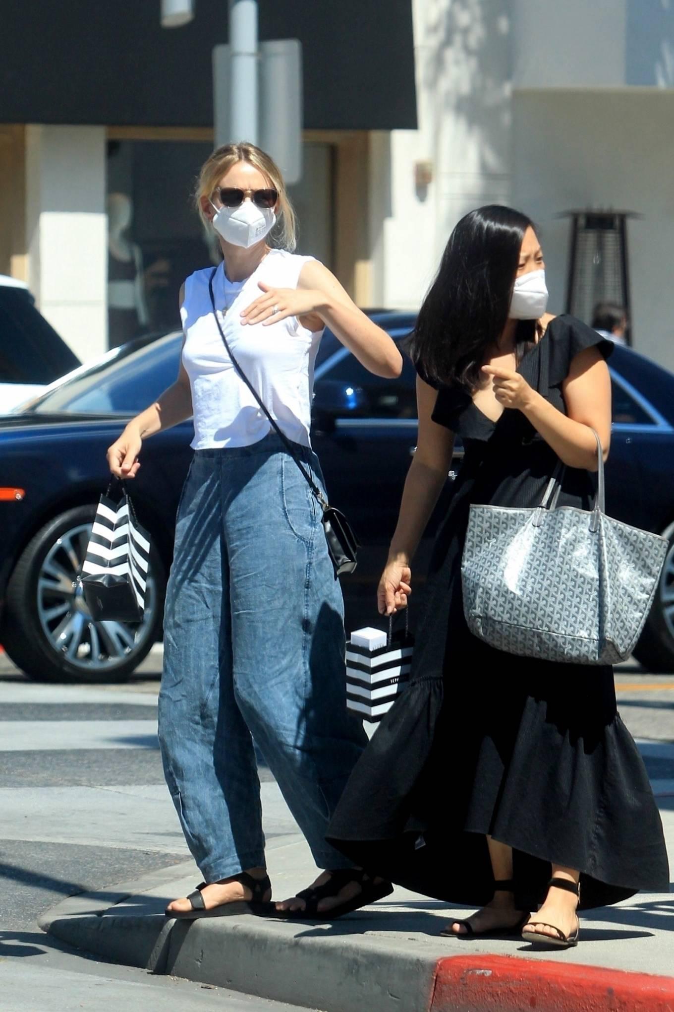 Carey Mulligan - Shopping in Beverly Hills