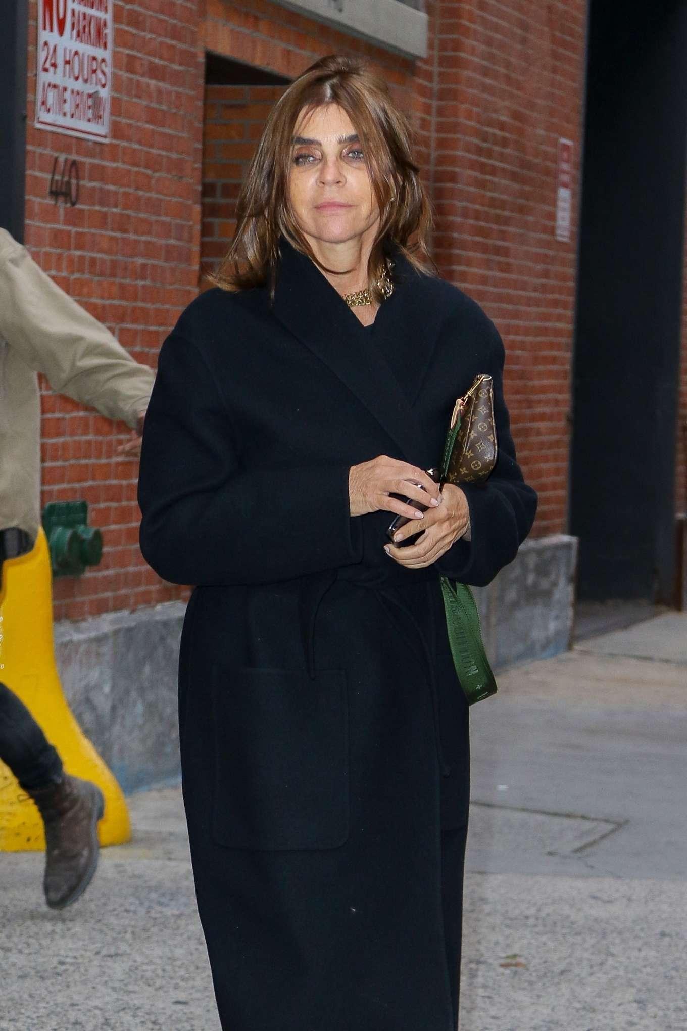 Carine Roitfeld - Leaving a photo studio in NYC