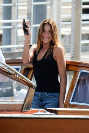 Carla Bruni - Is seen at the airport in Venice