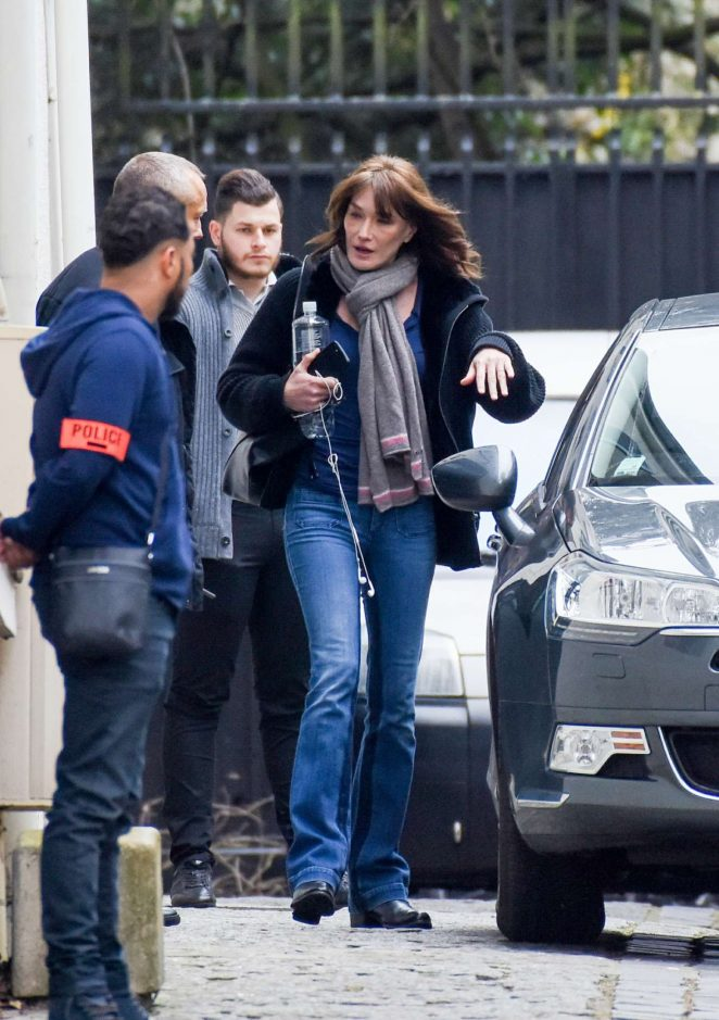 Carla Bruni - Leaves her home in Neuilly-sur-Seine