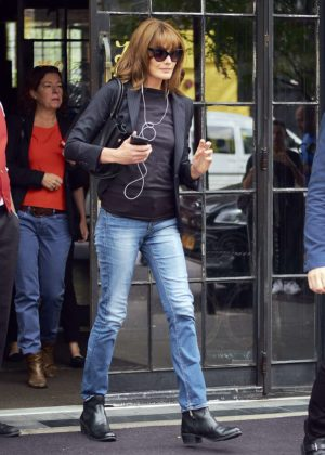 Carla Bruni Leaves her hotel in NYC