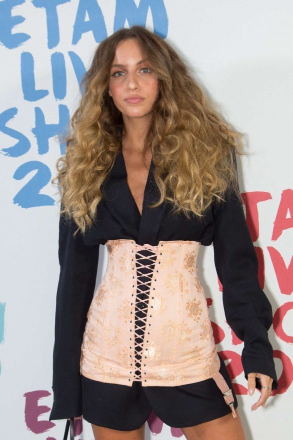 Carla Ginola - Etam Fashion Show at Paris Fashion Week