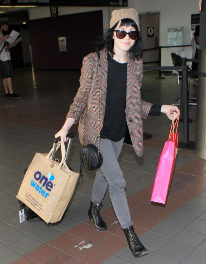 Carly Rae Jepsen - Arrives at LAX Airport in Los Angeles