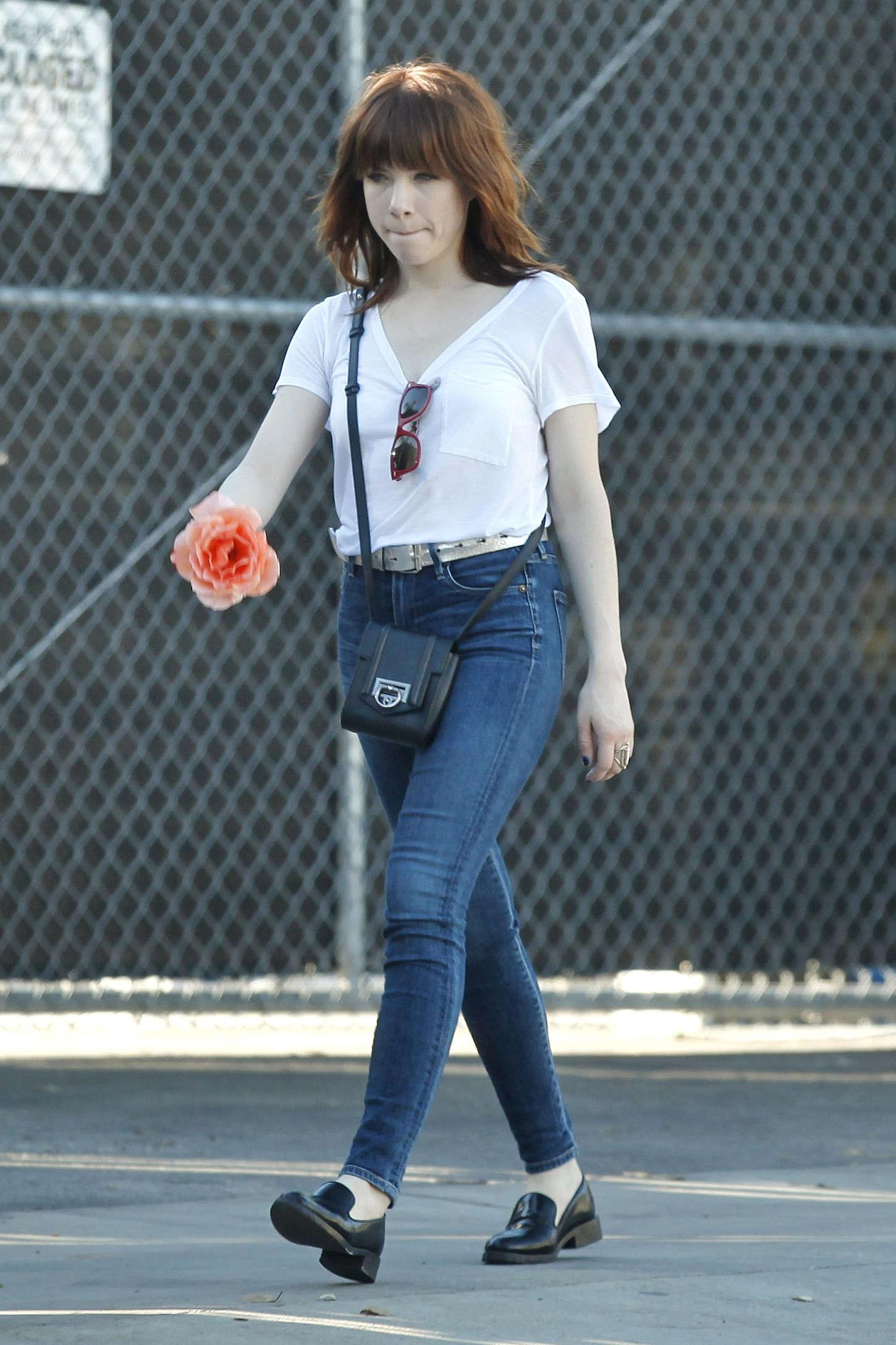 Carly Rae Jepsen 2015 : Carly Rae Jepsen in Tight jeans -05