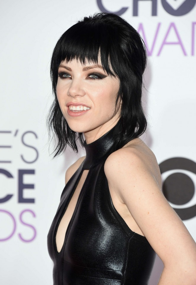 Carly Rae Jepsen - People's Choice Awards 2016 in Los Angeles