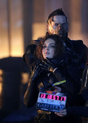 Carmen Bicondova - On the set of 'Gotham' in New York