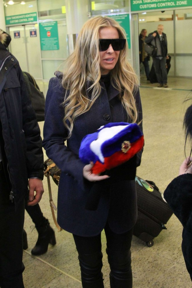 Carmen Electra – Arriving in Moscow