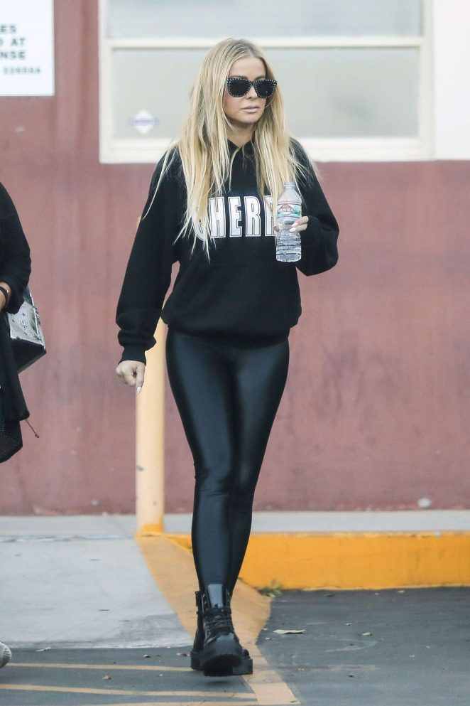 Carmen Electra – Leaves a medical clinic in Beverly Hills