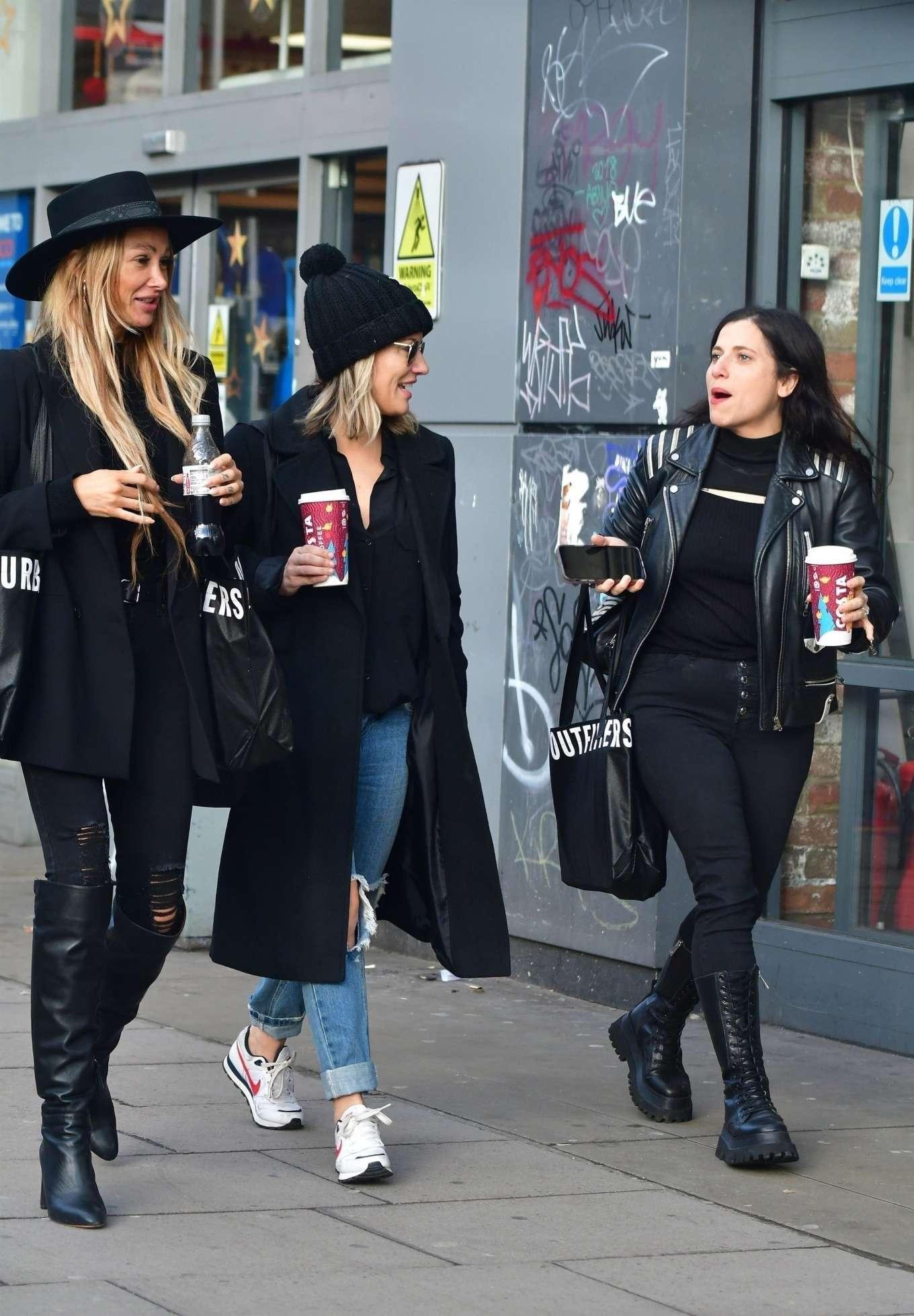 Caroline Flack 2019 : Caroline Flack with friends shopping in East London-06