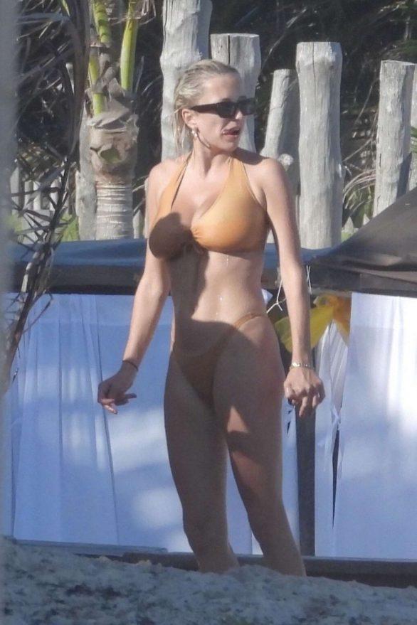 Caroline Vreeland in Bikini on vacation in Tulum