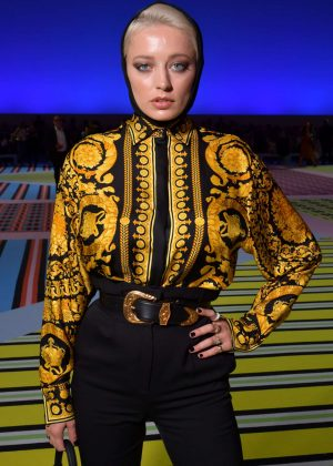 Caroline Vreeland - Versace Fashion Show in Milan