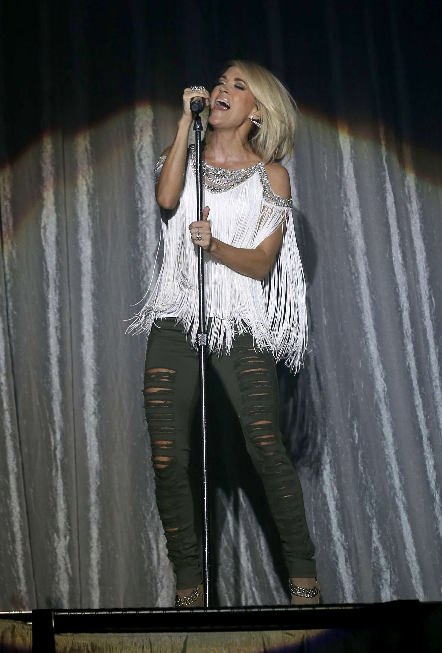 Carrie Underwood 4th Acm Party For A Cause Festival 01