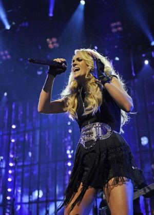 Carrie Underwood - Apple Music Festival performance in Londo