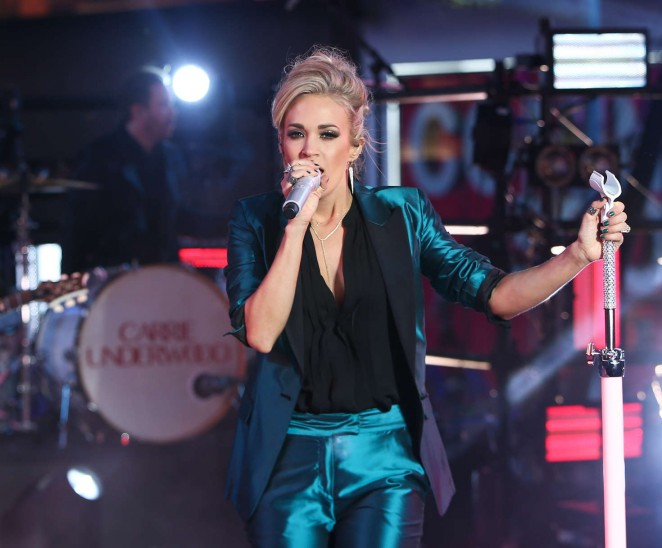 Carrie underwood performs at dick clarks pics 357