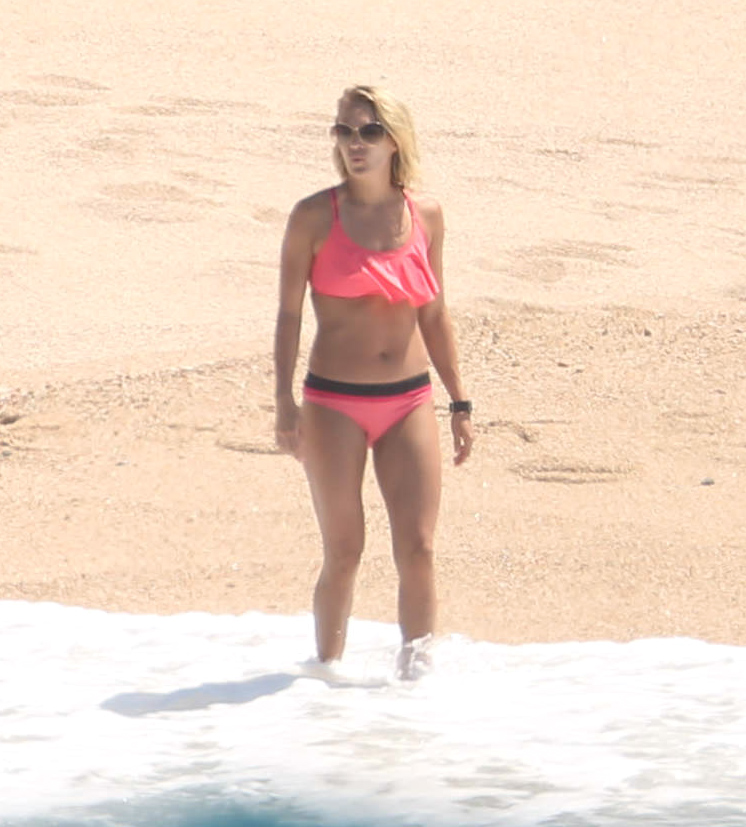 Carrie underwood bikini picks