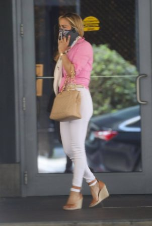 Carrie Underwood - In skinny white pants at her Miami hotel