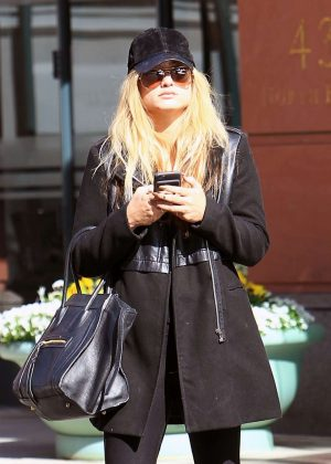 Carrie Underwood - Leaves a salon in Beverly Hills