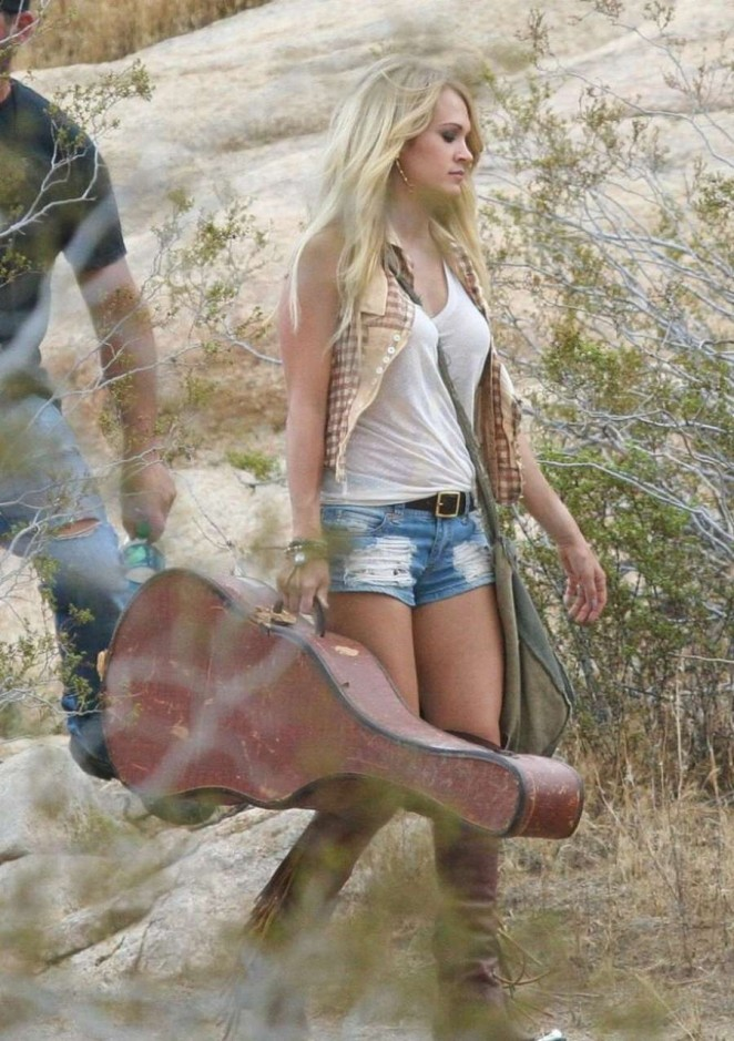 Carrie Underwood in Jeans Shorts -05