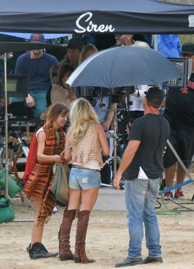 carrie underwood jean shorts