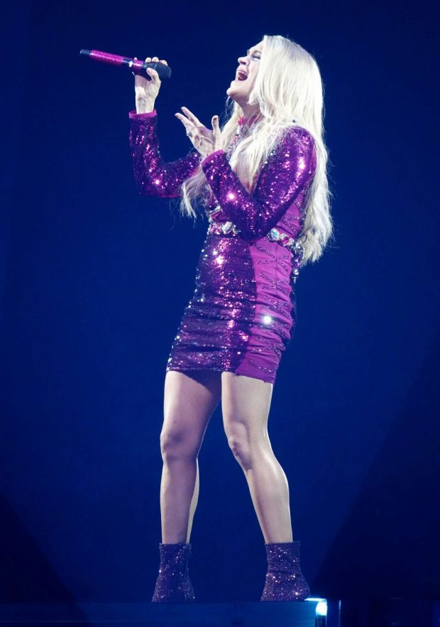 Carrie Underwood - Performing at MGM Grand Garden Arena in Las Vegas