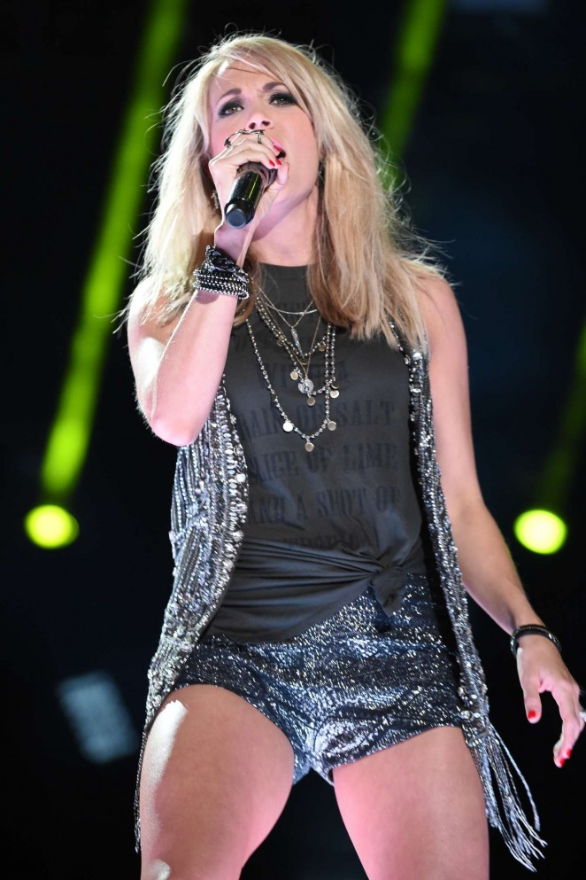 Carrie Underwood - Performs at 2015 CMA Music Festival in Nashville