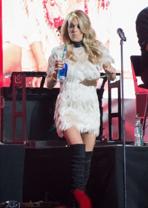Carrie Underwood - Performs at 'Jimmy Kimmel Live' in Hollywood