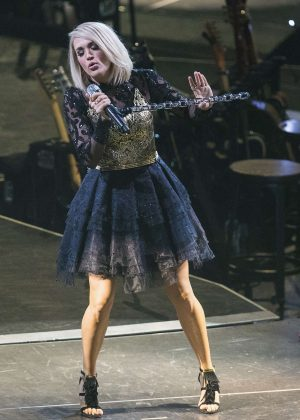 Carrie Underwood - Performs at 'The Storyteller Tour' in Washington
