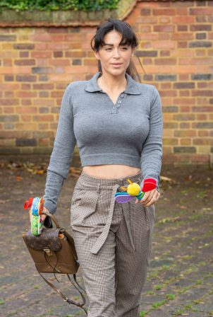 Casey Batchelor - Spotted at her house in London