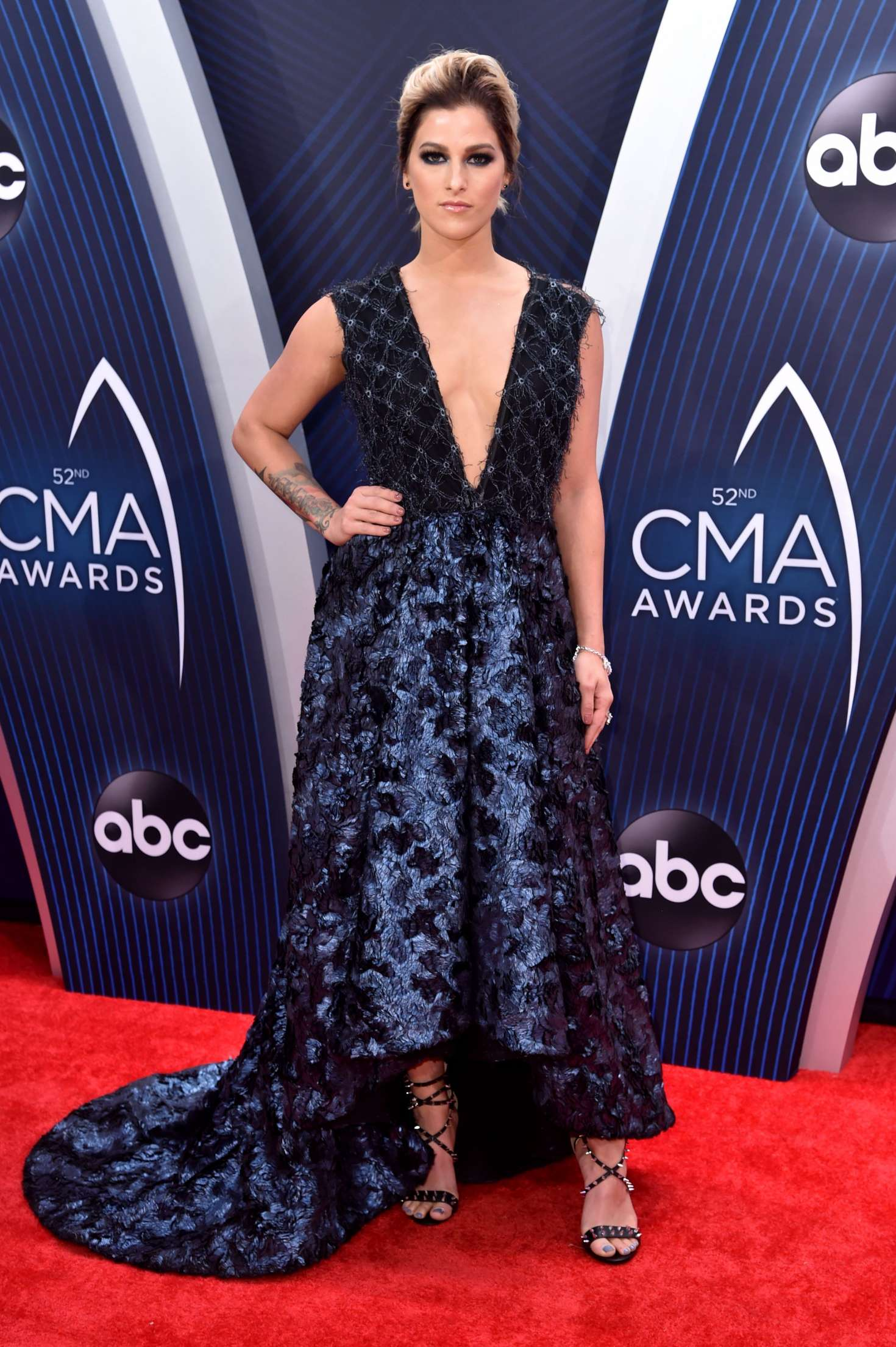 Cassadee Pope 2018 : Cassadee Pope: 2018 CMA Awards -06