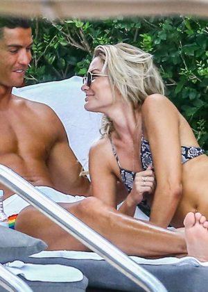 Cassandre Davis and Cristiano Ronaldo at a pool in Miami