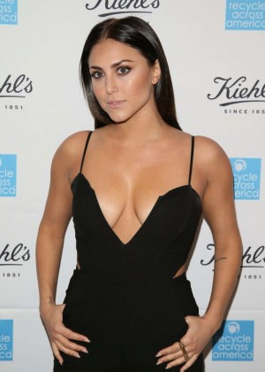 Cassie Scerbo - Kiehl's 2015 Earth Day Project in Santa Monica