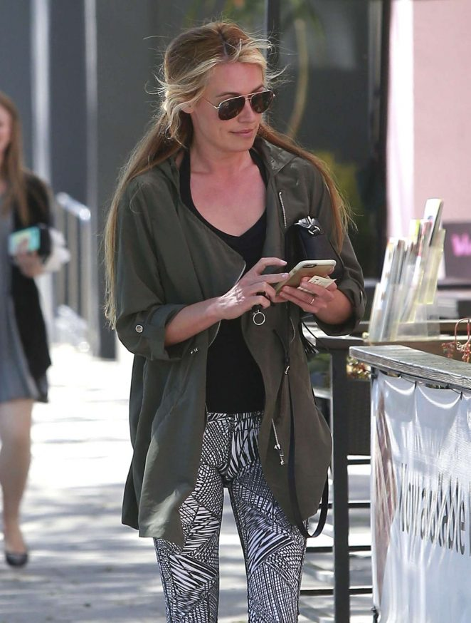 Cat Deeley at a Nail Salon in Hollywood
