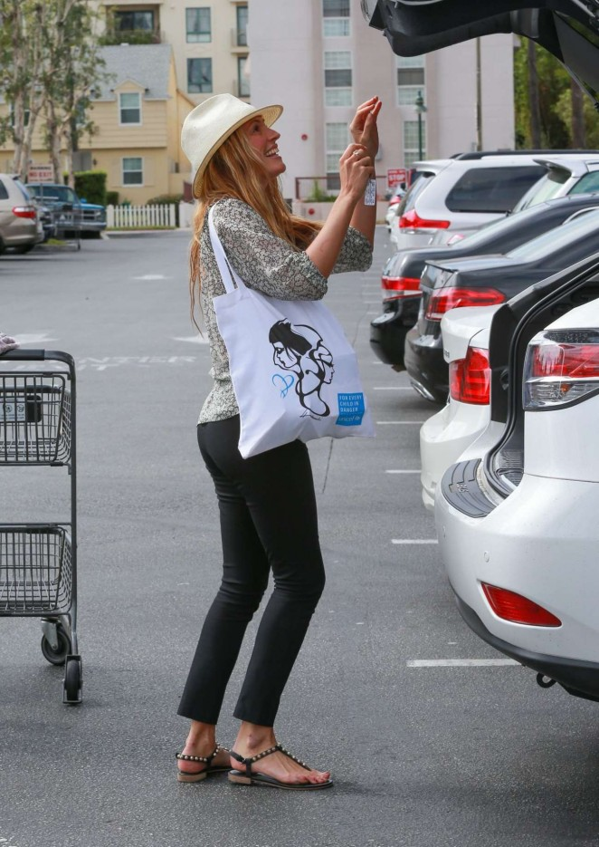 Cat Deeley - Shopping at Bristol Farms in LA