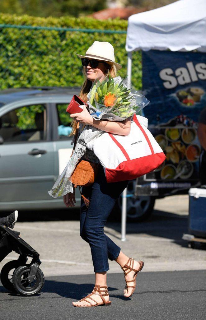 Cat Deeley - Shopping at farmer's market in LA